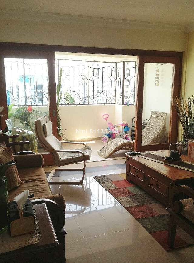 4 bedrooms executive maisonette for sale in tampines for Hdb balcony design