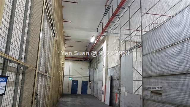 Light industrial warehouse for rent. SUTL House