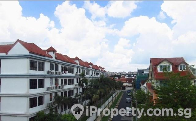 Renovated 3 years terrace near kembangan MRT