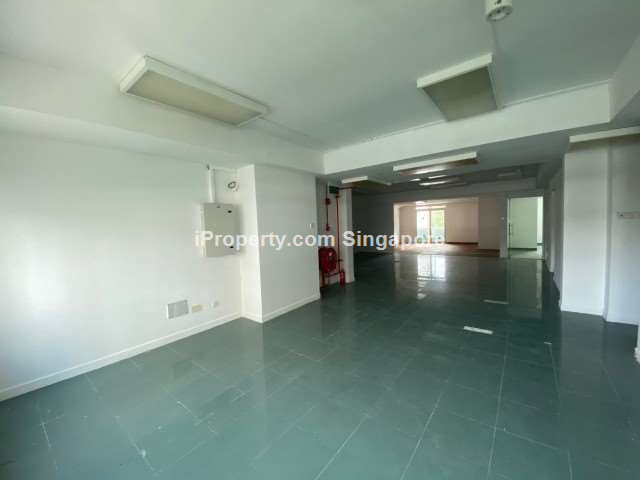 ?? Standalone 4-storey building for rent, 100m to MRT ??