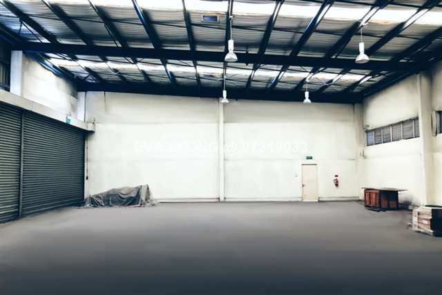 Single-Storey Workshop With Cranes For Sale