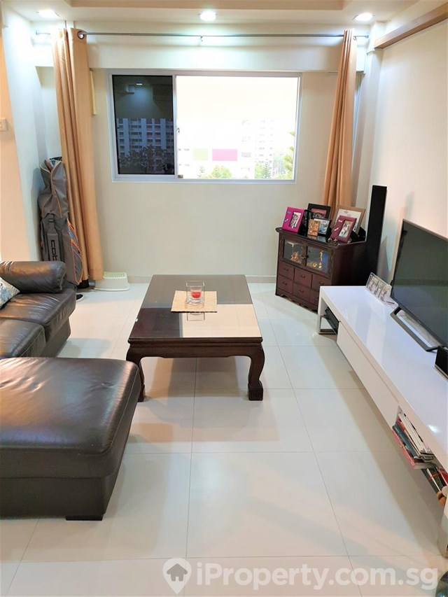 Jurong East, Blk 407