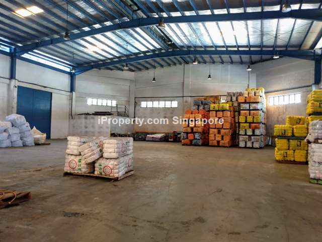 10 M ceiling warehouse, 2 exclusive loading bays