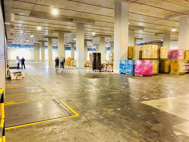 Affordable Hi Specs Warehouse next to MRT Station