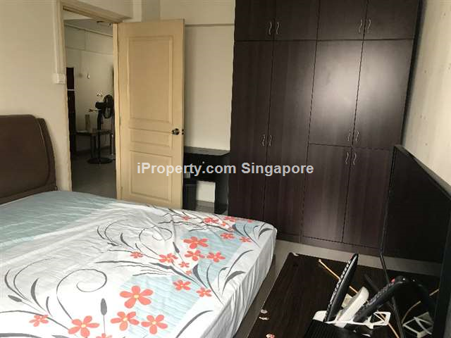 Jurong East, Blk 208