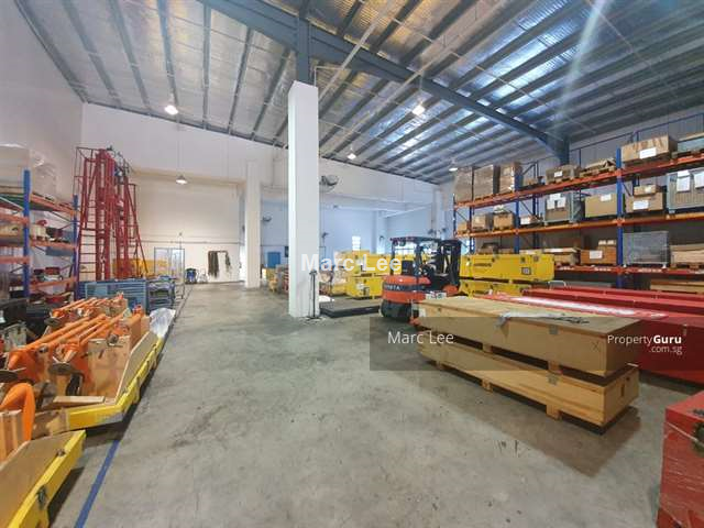 Ramp Up   7 M. High Ceiling   Production Warehouse